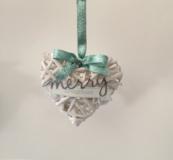 Wicker hearts ornament. All the info about this DIY project can be found at: http://simonebartrum.com/cards/diy-project-wicker-ornament/