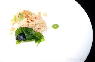 """Spaghetto al pollo arrosto con lattuga """"appassita"""""""