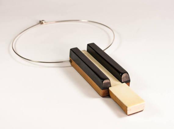 Unique colliers