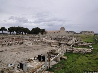Venosa, l'Incompiuta con adiacenti scavi romani