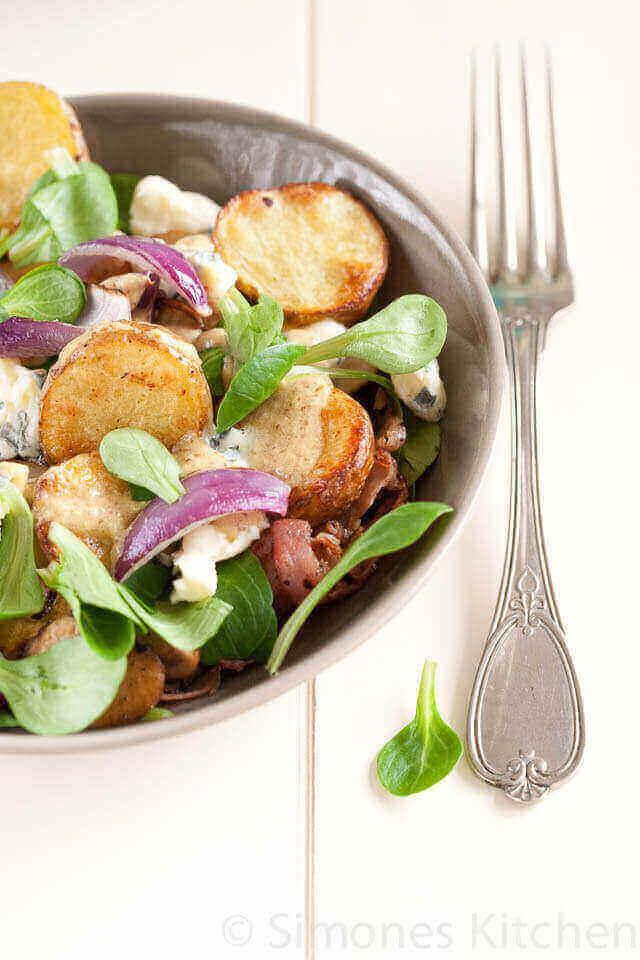 Warme aardappel salade met bacon en blauwe kaas | simoneskitchen.nl