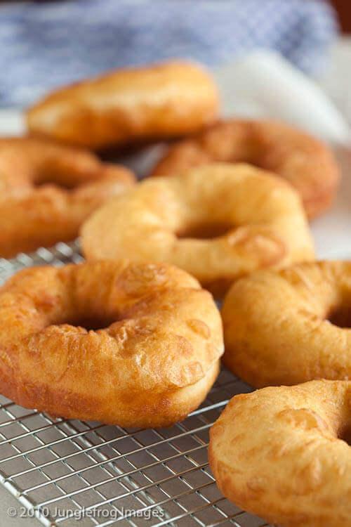 Freshly baked doughnuts | insimoneskitchen.com