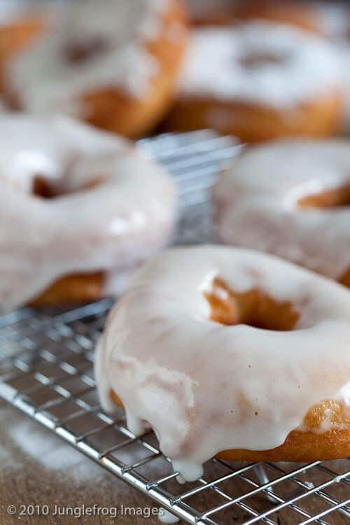 Making your own doughnuts | insimoneskitchen.com