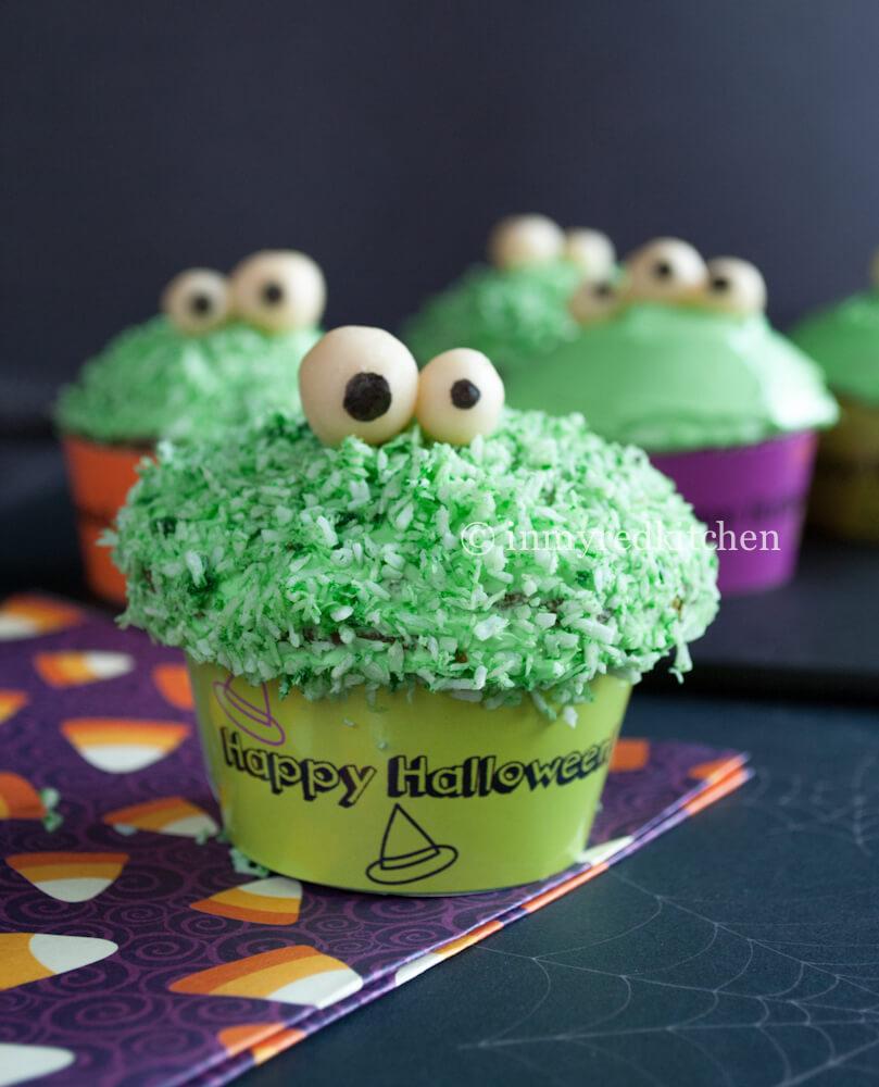 Groene monster cupcakes voor halloween | simoneskitchen.nl