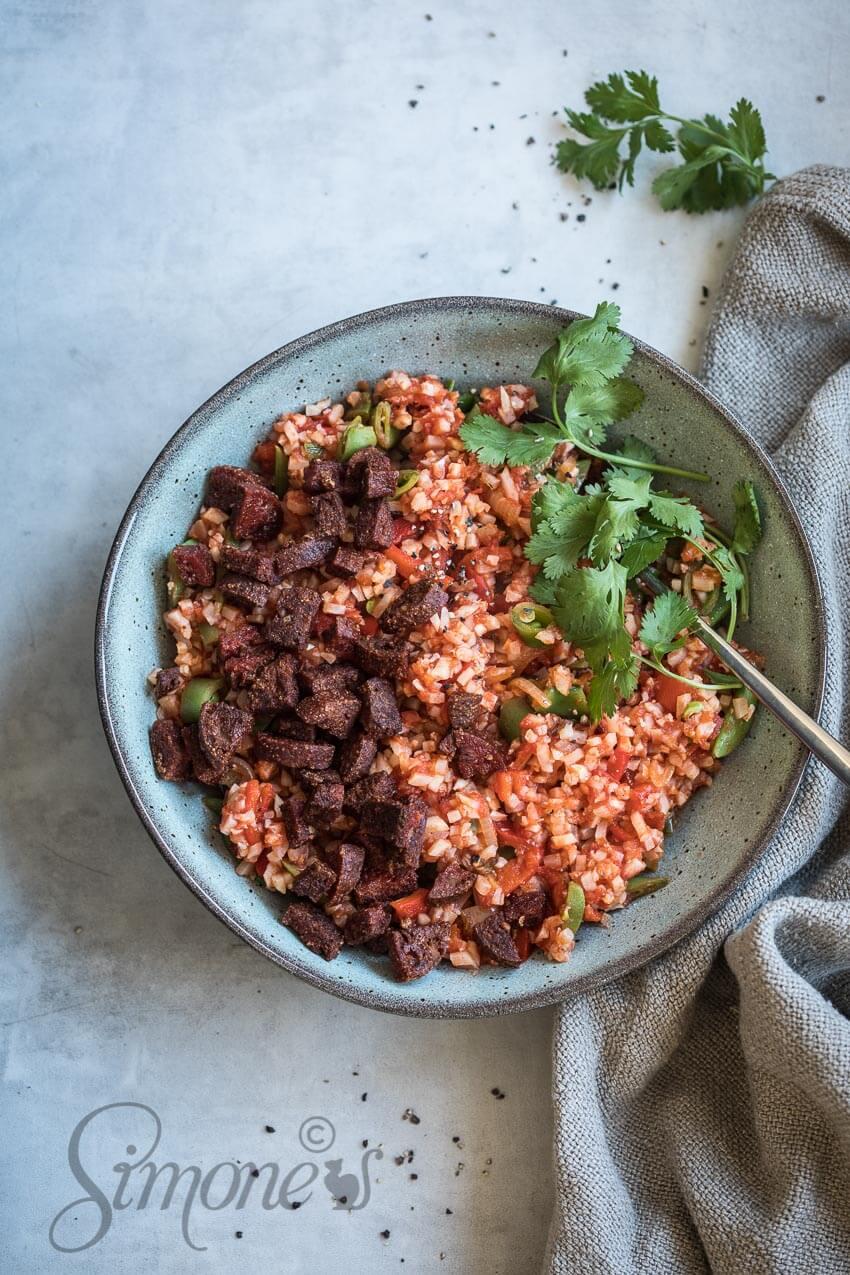 Bloemkoolrijst met chorizo en tomaat | simoneskitchen.nl
