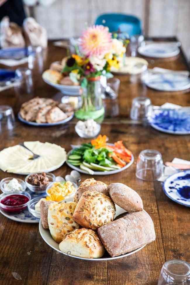 Gedekte tafel met lunch