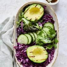 Salade met geroosterde avocado