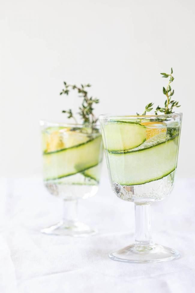 Heerlijk fris water met komkommer, tijm en citroen