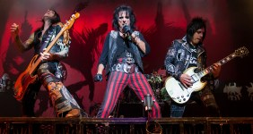 Alice_Cooper_band_performing_in_San_Antonio,_Texas_2015