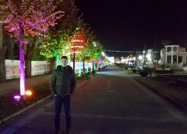 Kislovodsk bei Nacht.