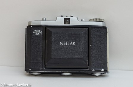 Zeiss Ikon Nettar II 517/16 front view with lens closed