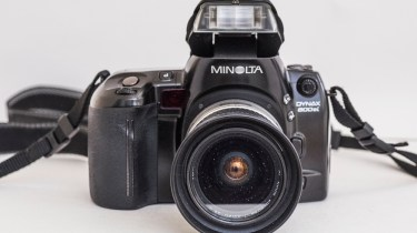 Minolta Dynax 800si autofocus 35mm camera - front view with flash raised