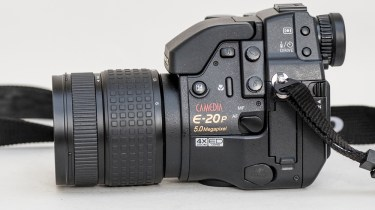 Olympus Camedia E-20p DSLR - side view showing controls