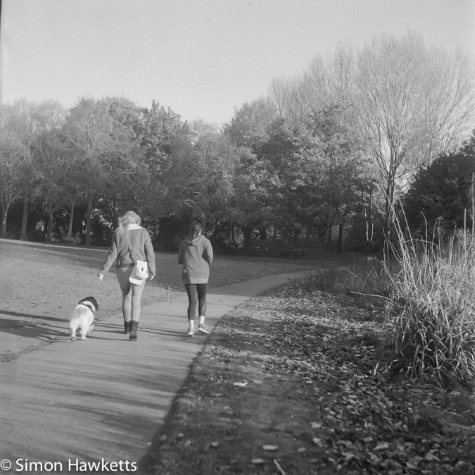 Weltaflex TLR camera sample pictures - two girls and their dog