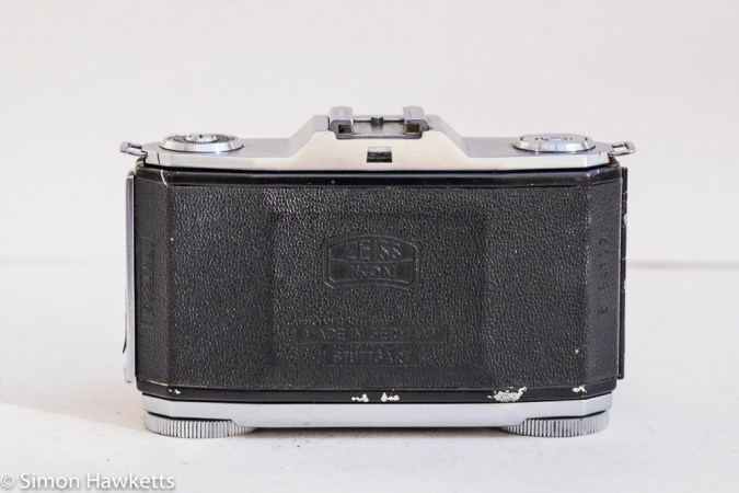 Zeiss Ikon Contina I 35mm viewfinder folding camera - back of camera