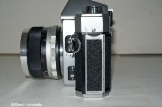 Mamiya/Sekor 500 DTL 35mm SLR camera - Side view showing door release