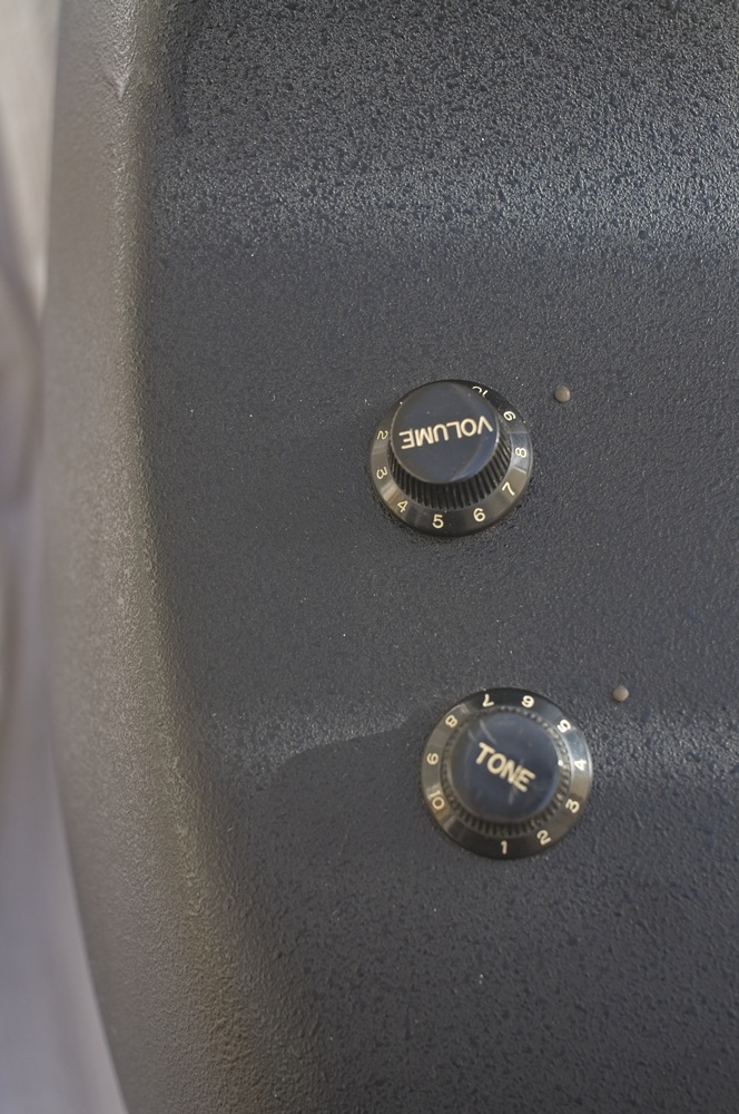 Ovation Applause AE-32 Tone and Volume controls