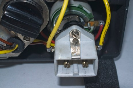 Chinon Universal 8 projector - Two pin and earth power connector