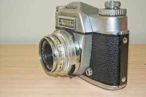 Voigtlander Bessamatic 35mm SLR: Side view showing flash sync port