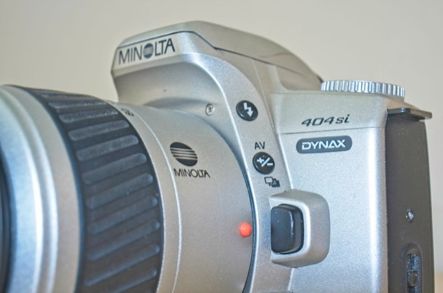 The Minolta Dynax 404 si 35mm plastic SLR Camera 10