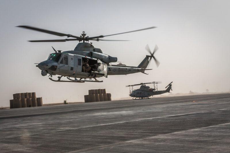 Ein UH-1Y Venom Helikopter des US Marine Corps kehrt von einer Luftunterstützungsmission zurück nach Camp Bastion, Helmand, Afghanistan. (c) Simon Klingert