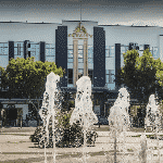 This is a picture of the fountain and main building of SkyCity Hamilton. To the right of the picture you can read more about this casino.