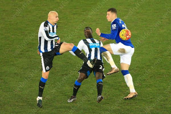 Henri Saivet of Newcastle (C)gets caught between teammate Jonjo Shelvey (L) and Ross Barkley of Everton
