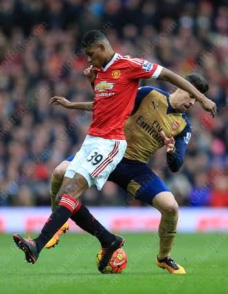Marcus Rashford of Man Utd battles with Gabriel Paulista of Arsenal