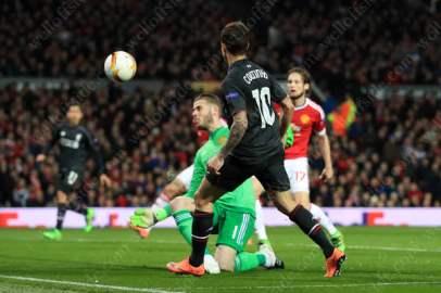 Philippe Coutinho of Liverpool scores their equaliser past Man Utd goalkeeper David de Gea