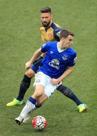 Seamus Coleman of Everton battles with Olivier Giroud of Arsenal
