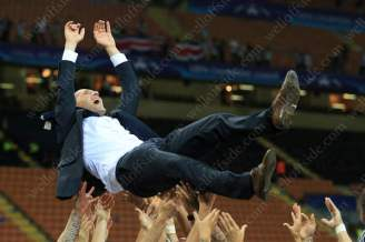 Madrid players throw Real coach Zinedine Zidane in the air