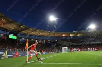 Aaron Ramsey takes a corner inside the Municipal Stadium