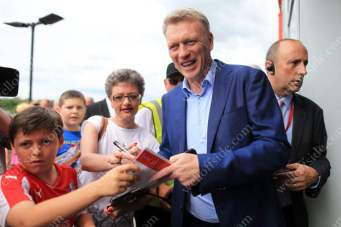 New Sunderland manager signs autographs for fans outside Rotherham United's New York Stadium