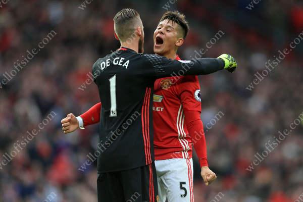 Marcos Rojo of Man Utd celebrates their goal with teammate Man Utd goalkeeper David De Gea