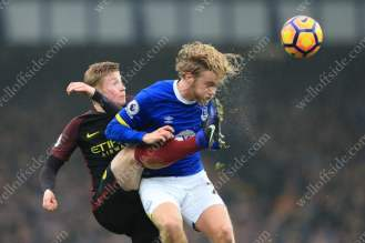 Kevin de Bruyne of Man City battles with Tom Davies of Everton during the Premier League clash at Goodison Park