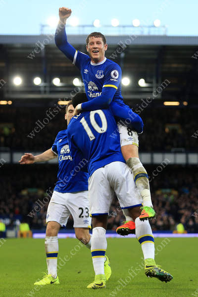 Romelu Lukaku of Everton celebrates with teammate Ross Barkley after scoring their 5th goal against Bournemouth