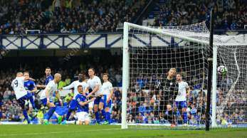 Phil Jagielka of Everton (5L) scores their 3rd goal against Leicester