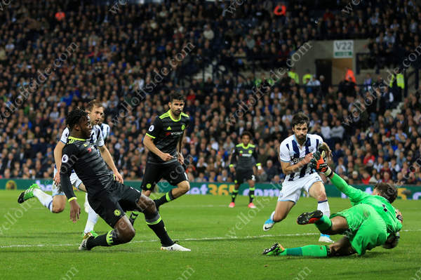 Michy Batshuayi of Chelsea scores the decisive goal
