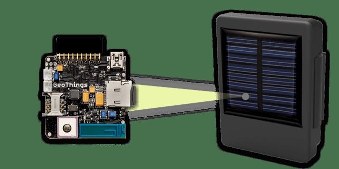 Module GeoThings et son panneau solaire