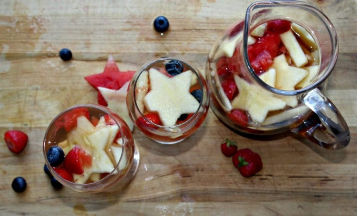 read white and blue sangria with fruit