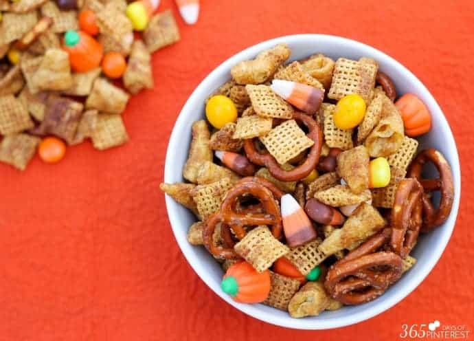 The combination of salty and sweet with just a touch of spicy cinnamon makes this Pumpkin Spice Snack Mix perfect for fall!