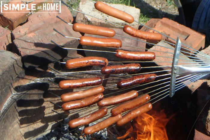 hwo to make a bunch of hot dogs over a campfire