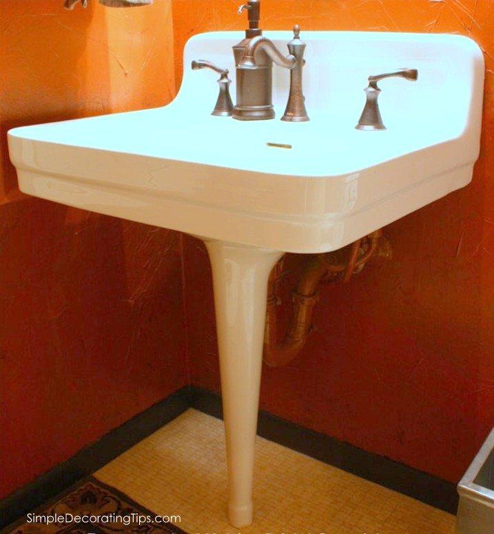 SimpleDecoratingTips.com pedestal sink