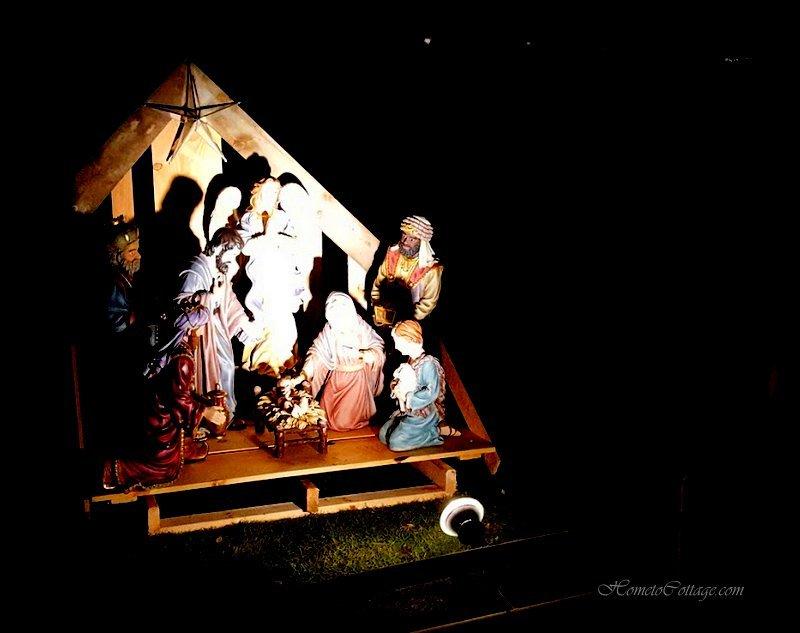 HometoCottage.com nativity outdoor at night