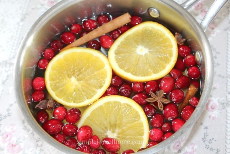 Cinnamon, orange, star anise and cranberries meld together to create a heavenly potpourri to make your home smell wonderful