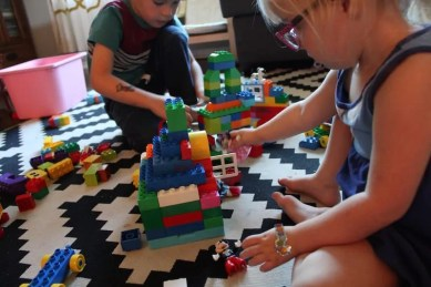 kids playing minnie mouse duplo