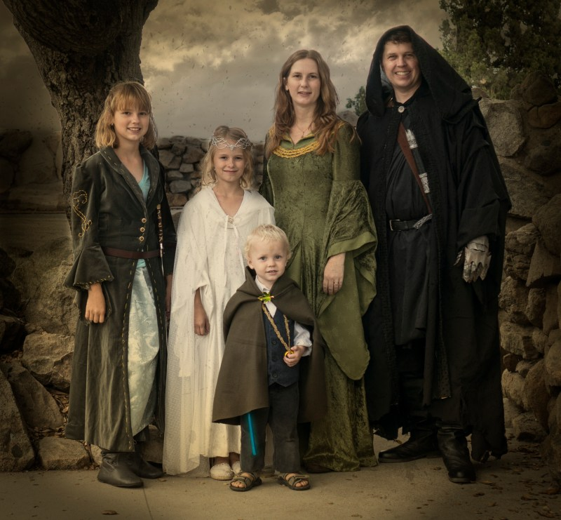 Lord of the Rings family halloween costume, including Frodo, Arwen, Galadriel, Eowyn, and a Nazgul