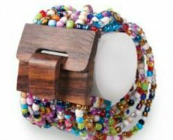 world-vision-mango-wood-beaded-bracelet 5.26.26 PM