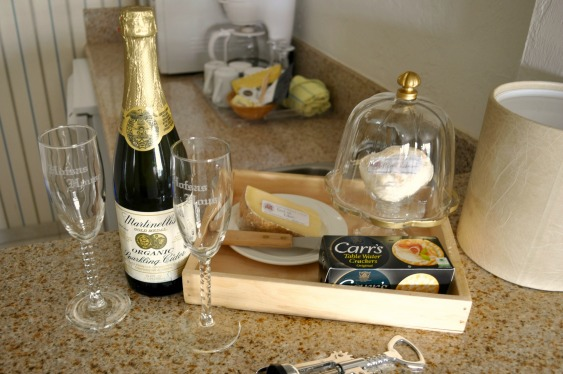 Hofsas House Sparkling Cider and Cheese - Simple Sojourns