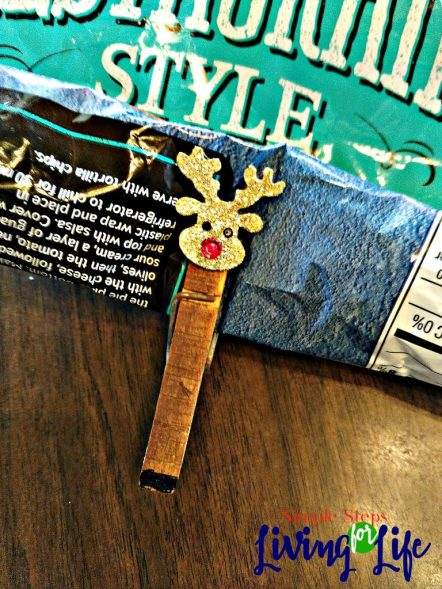 How to make a reindeer clothesline chip clip. Easy and fun craft!